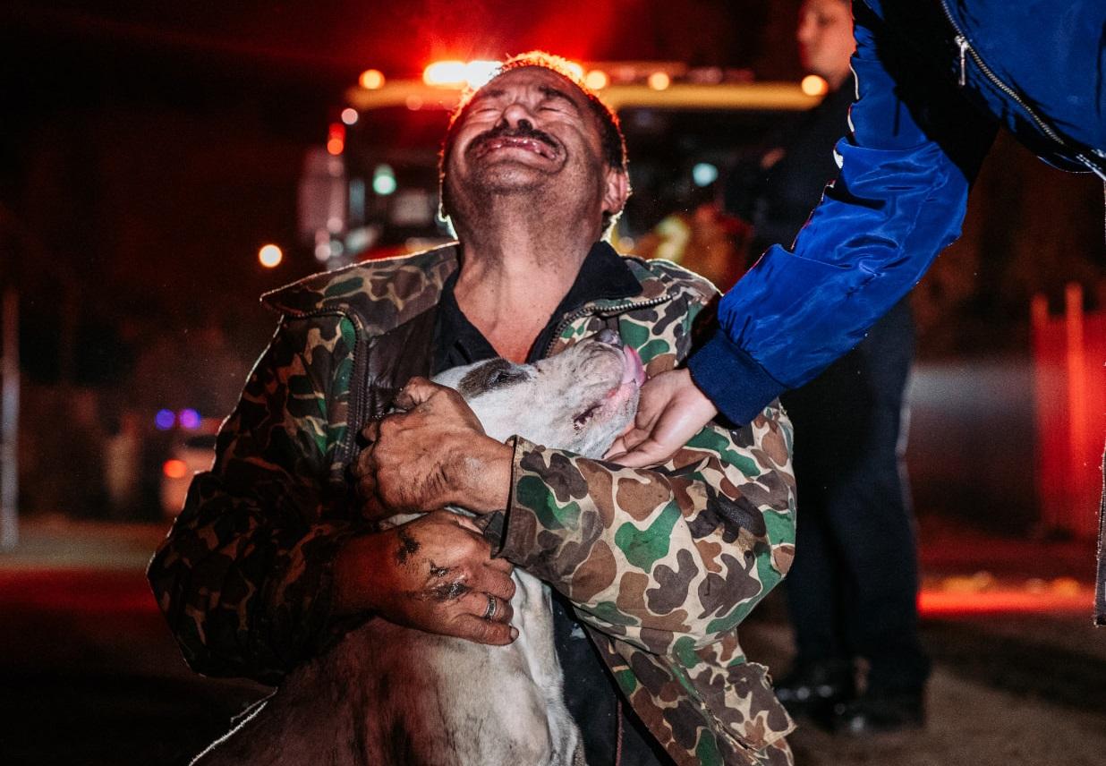 Salvar a su perrito fue lo único que le importó a Don Mario    FOTOS