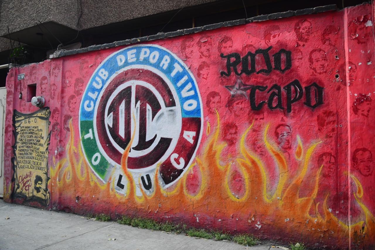 toluca-fc-orgullo-gloria-y-tradicion-plasmada-en-calles-de-la-ciudad-por-el-colectivo-rojo-capo-4-video