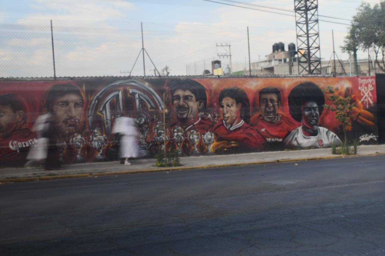 orgullo-gloria-y-tradicion-plasmada-en-calles-de-la-ciudad-por-el-colectivo-rojo-capo-5-video