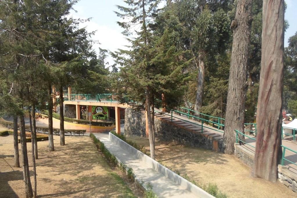 Tal y como se mencionó anteriormente, dentro de Calimaya se encuentra el zoológico de Zacango, el cual es uno de los principales atractivos tanto del municipio como del Edomex.