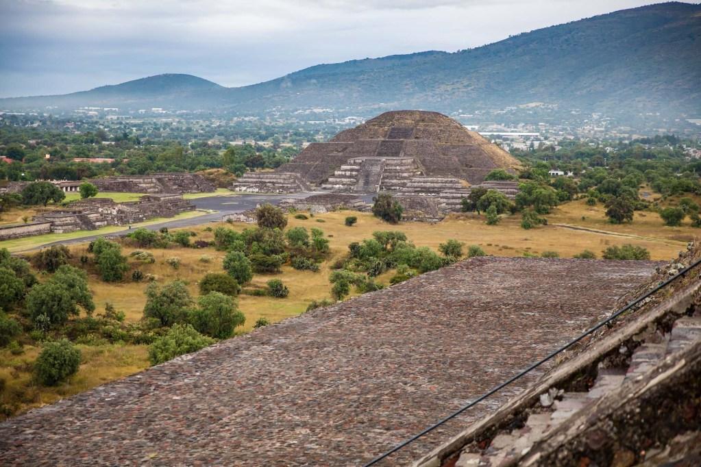 visita el sitio turístico de las piramides de Teotihuacán en el Estado de México