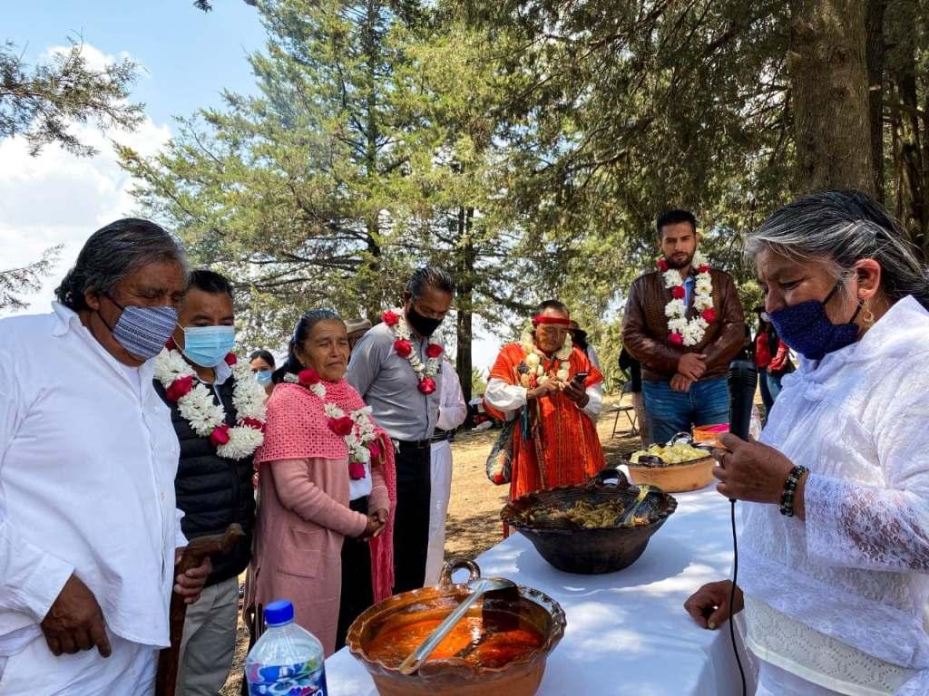 Con el objetivo de mantener vivas las tradiciones de los pueblos originarios de Toluca y siguiendo todas las medidas sanitarias se llevó a cabo la degustación de un menú tradicional otomí.