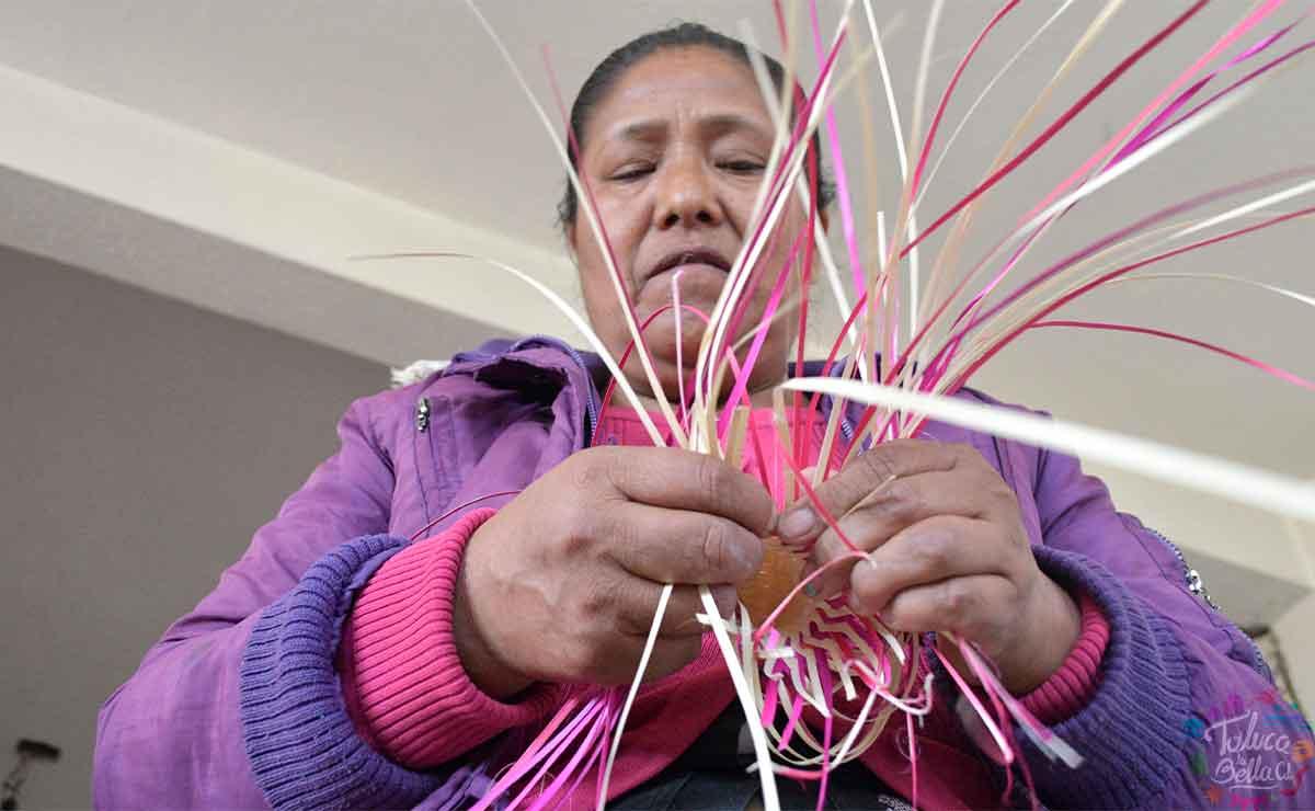 Conoce las maravillosas artesanías en palma que elaboran en Toluca