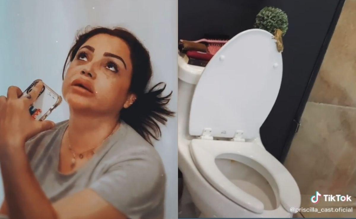 En las imágenes se observa como la mujer con ayuda una especie de pinza intenta quitar al sapo de su excusado