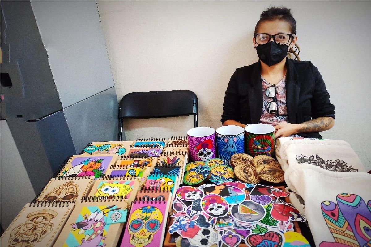 Artista de Toluca recrea a tu mascota en llaveros y libretas personalizadas