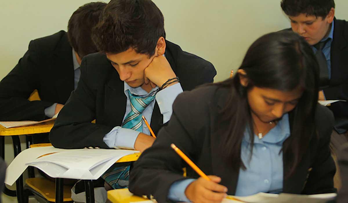 Beca de excelencia académica, es un apoyo económico para estudiantes de nivel superior que hayan ganado primeros lugares en las olimpiadas de ciencias